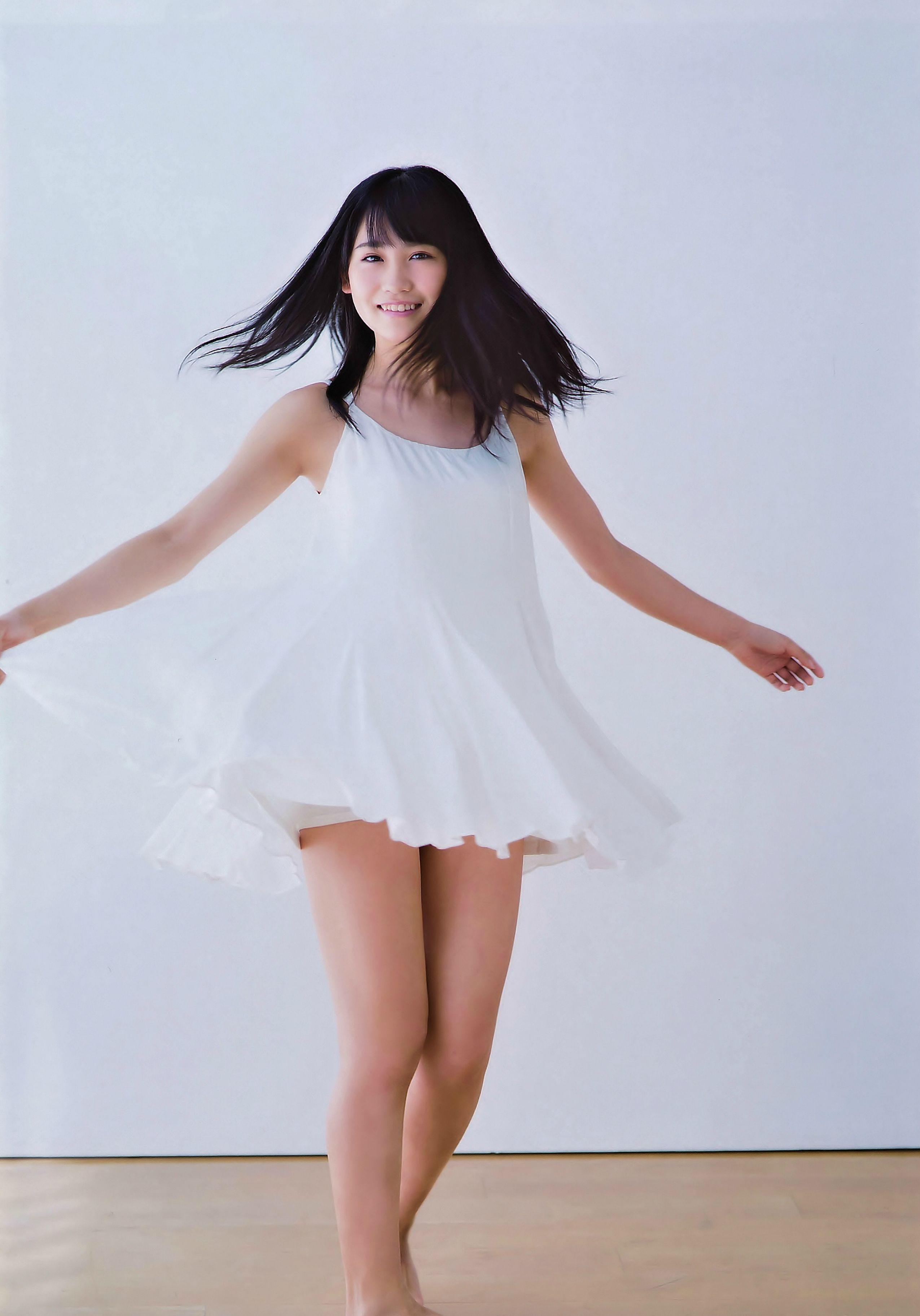 小嶋真子さんのパンツ姿