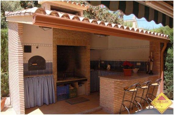 De obra simi abierto con ladrillo visto y barra tipo bar for Cocinas para patios