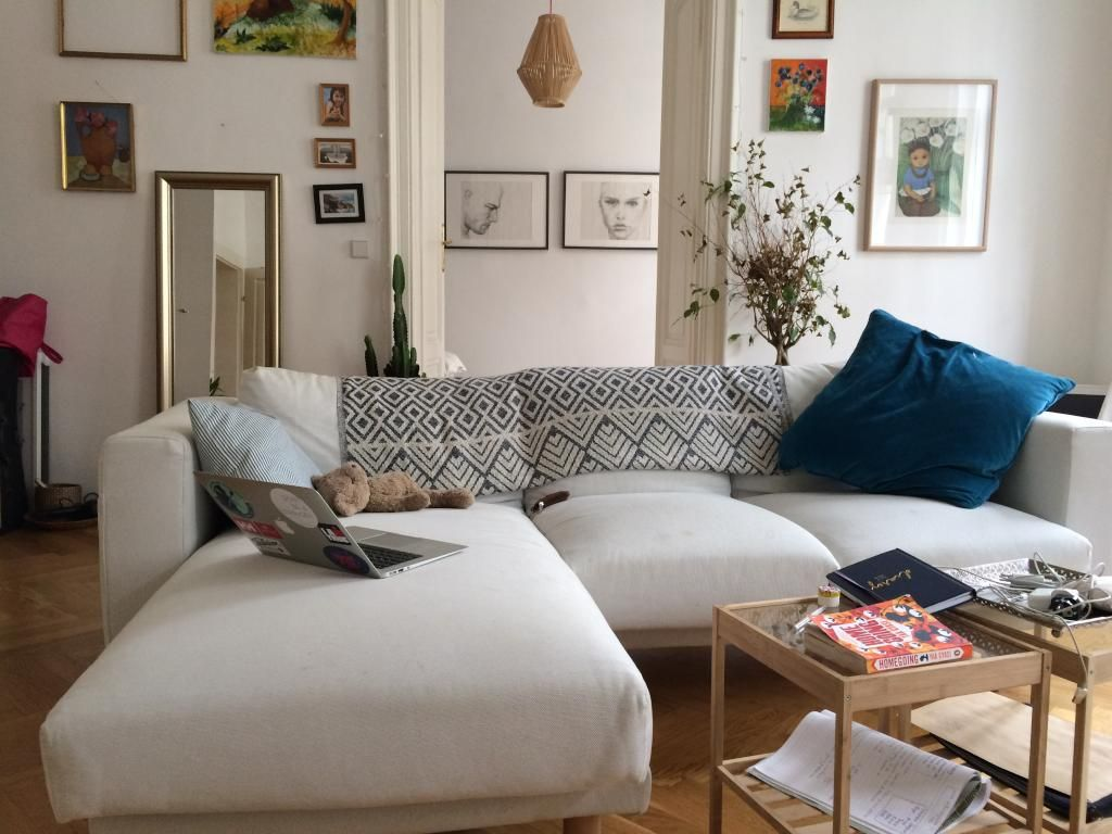 Gemutliches Wohnzimmer In Schoner Altbauwohnung Einrichtung Sofa