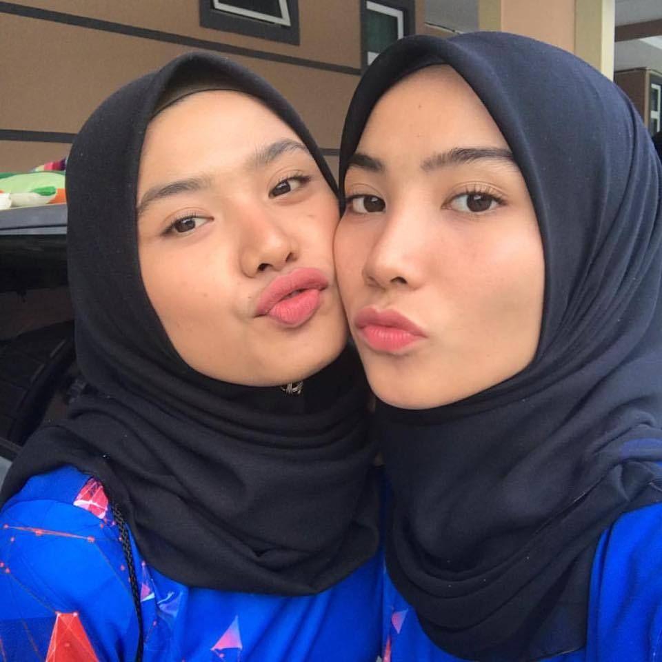 Hijab Buka Baju