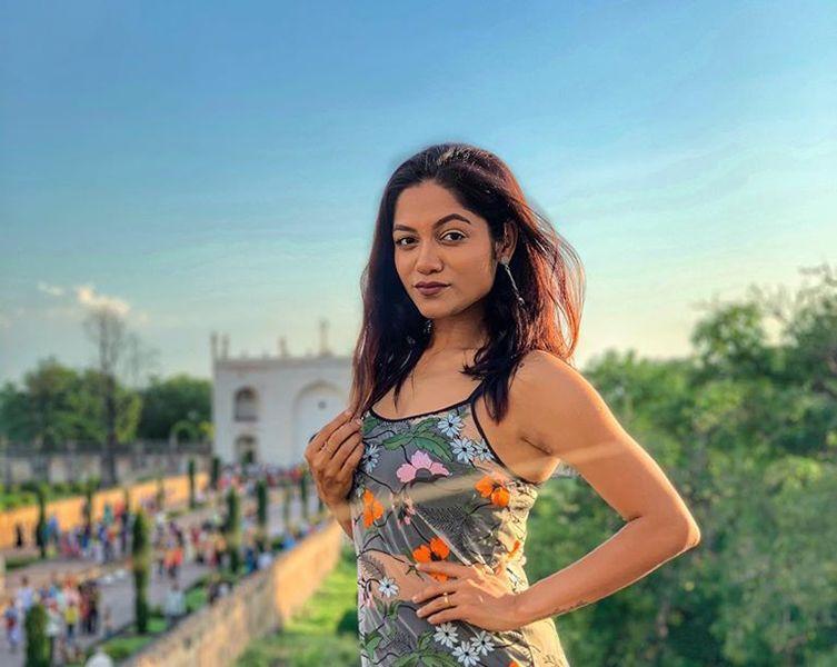 Sonali Bhadauria Age Boyfriend Husband Family Biography More In Hindi In 2020 Family Biography Boyfriend Biography