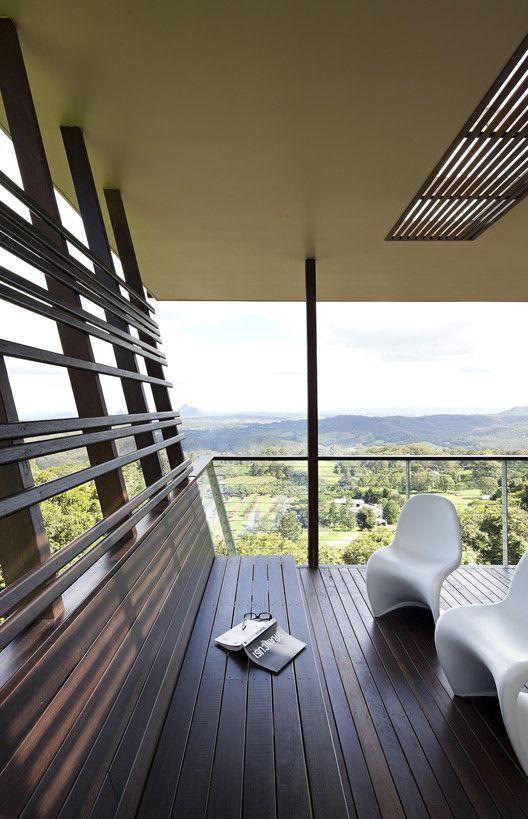 Casa de Vidro das Montanhas / Bark Design Architects