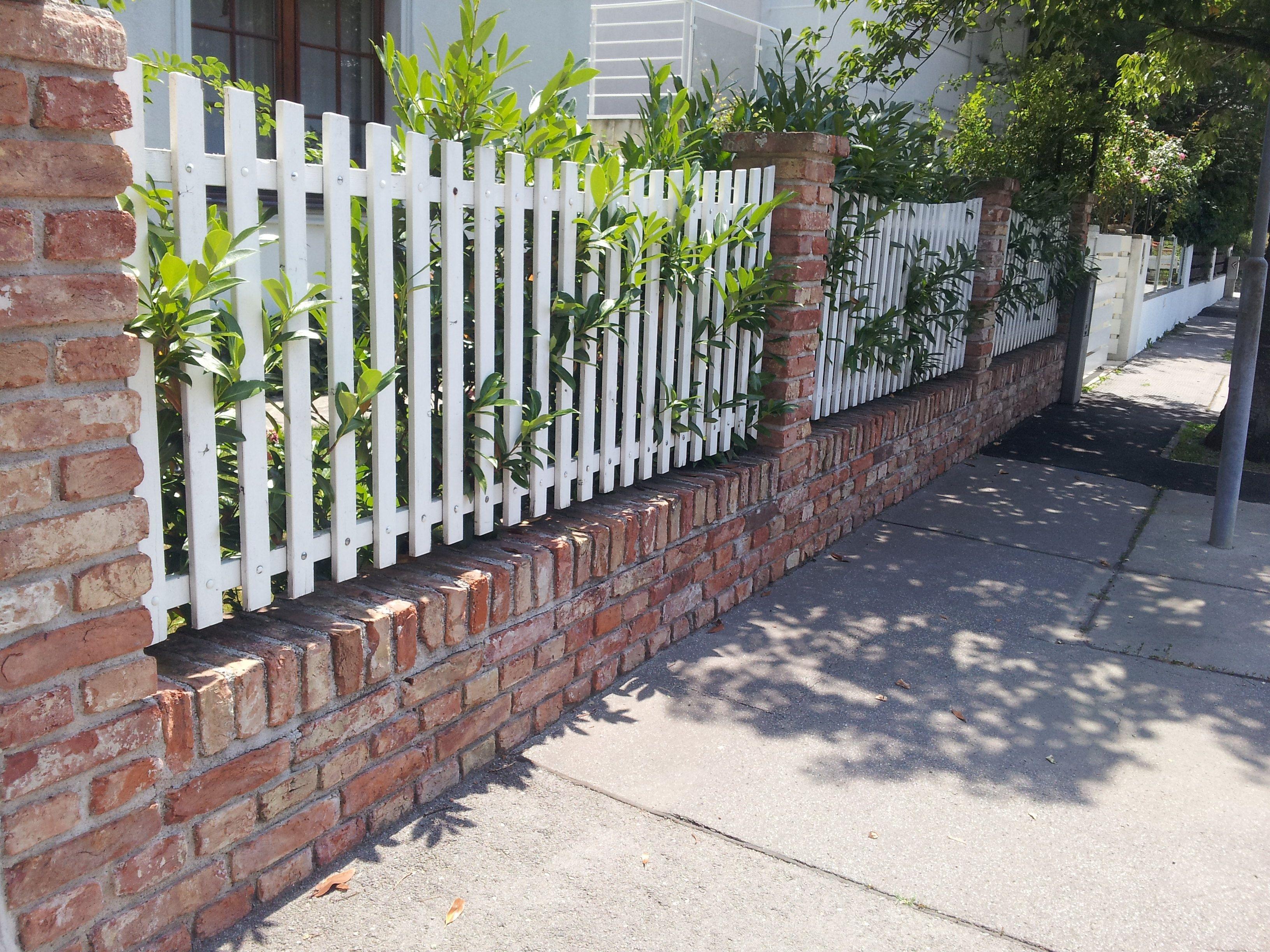 Sch ner holzzaun beautiful wooden fence zaun garten vorgarten zaun - Zaun vorgarten ...