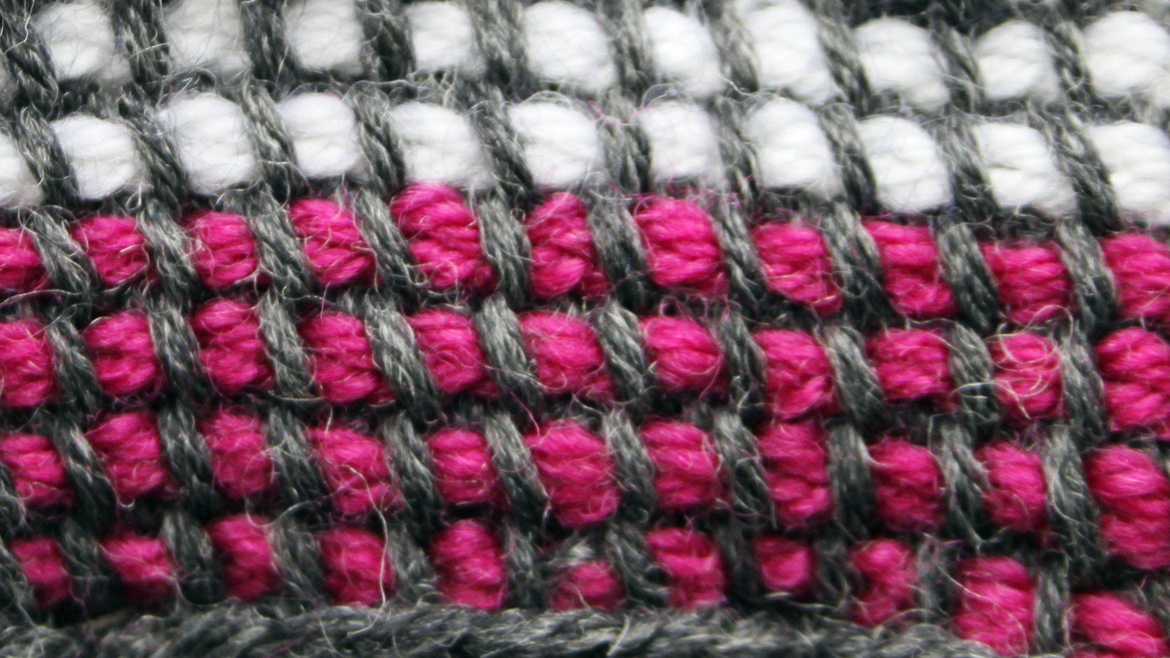 Tunisian crochet in the round in two colours | Tuniské háčkování ...