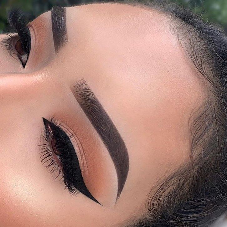 "WAKE UP AND MAKEUP on Instagram: ""That eyeliner! 🙌🏽💯 @lupita_lemus"""
