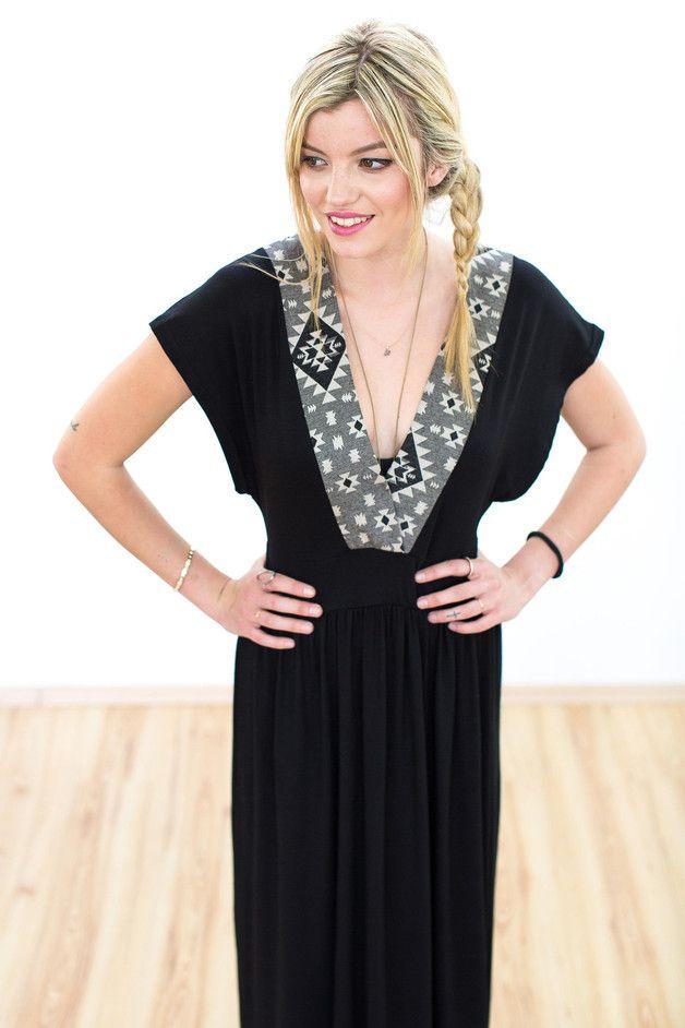 Maxi Kleid Elsalvador in schwarz mit aztek Muster   Klamotten ... 2ee9c97dc9