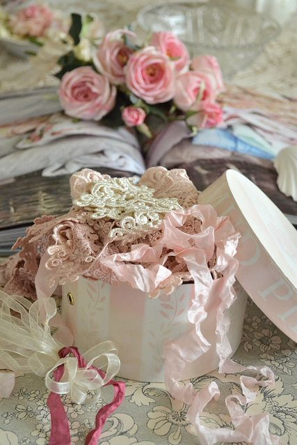 Ana Rosa ~ lovely box of ribbon and lace appliques ~❥