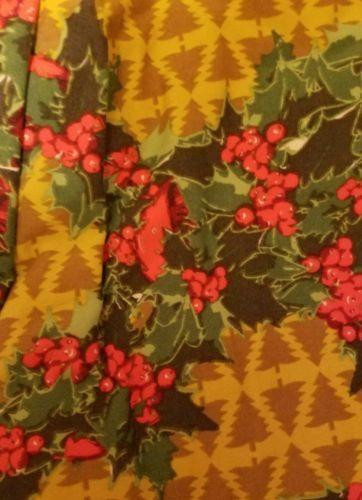 Lularoe Christmas TC holly mistletoe and trees https://t.co/8n4fhWgsl8 https://t.co/FPHIBOA5Zv