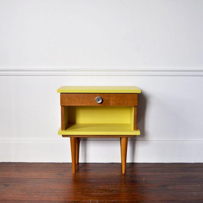 Chevet 60\u0027 en bois avec tiroir, repeint en jaune sixties Fifties - Peindre Table De Chevet