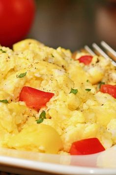 Weight Watchers Cheesy Scrambled Eggs and Tomatoes Recipe (4 Smart Points)