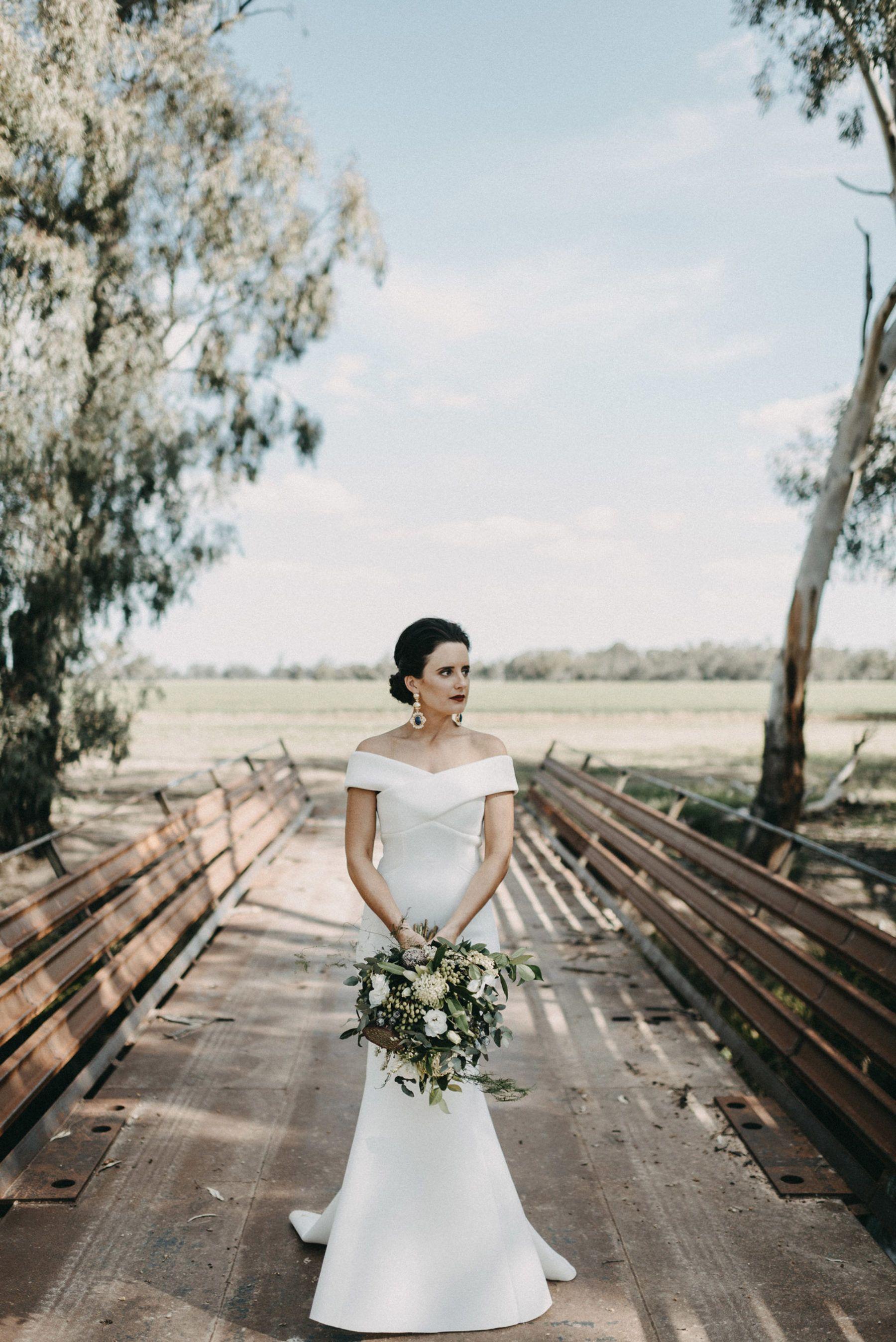 Jaclyn u danielus glam country wedding in a machinery shed rachel