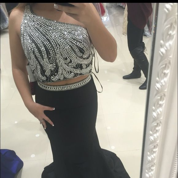 """PROM/SWEET 16/ SPECIAL EVENT DRESS Two piece black special event dress. Detailed beading, mermaid bottom! Size 6 originally but slightly altered, busy side is a 34"""". Any questions please ask, price negotiable! Dresses Prom"""