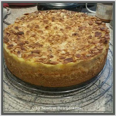 Apfelkuchen mit Pudding-Schmandcreme und Mandeln