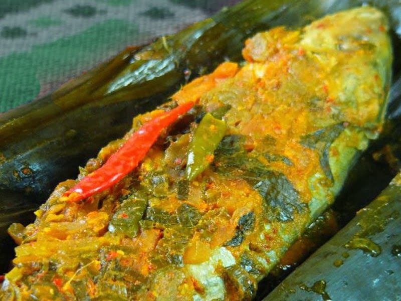 Pepes Is A Way To Process Foodstuffs Usually For Fish With Banana Leaves To Wrap The Fish And Its Marinade How To Make Are Herbs Fish Recipes Food Recipes