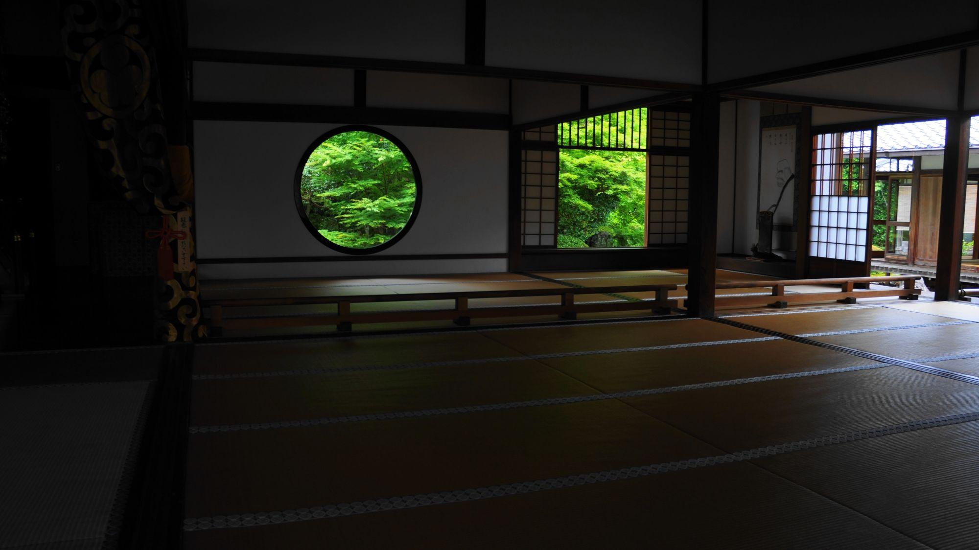 京都 源光庵 青もみじと新緑 悟りの窓と迷いの窓 窓 京都 京都 写真