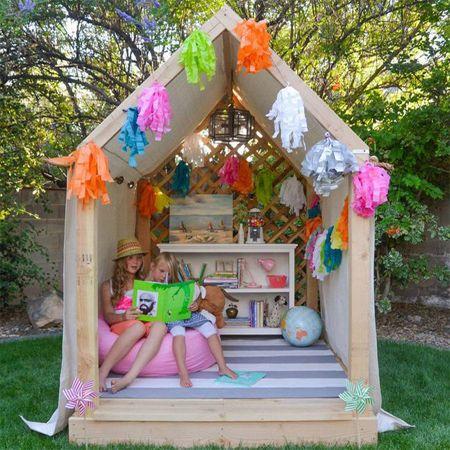 Stunning Ein Spielhaus f r die kleinen im Garten Haus Garten Kinderhaus Baumhaus