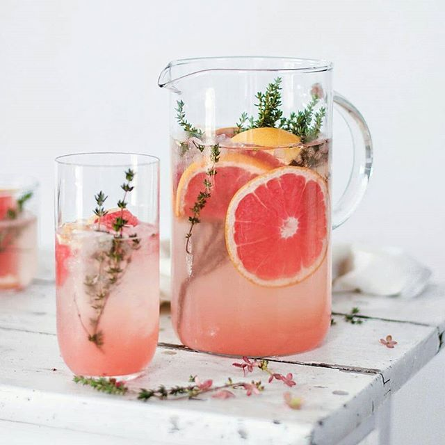 Reposted from @flowersinthesalad -  GRAPEFRUIT WATER WITH THYME I love to add fruits to my water. Not only that I drink way more this way but also I spoil my body with an extra dose of vitamins :) . . . . .
