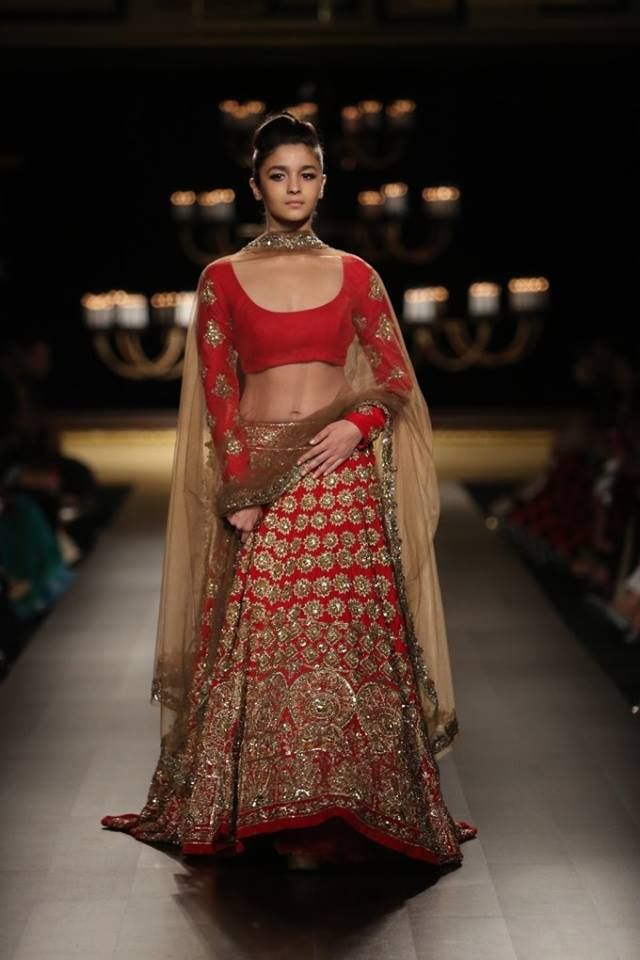 Manish Malhotra at India Couture Week 2014 - Alia Bhatt showstopper in red  and go… | Manish malhotra bridal collection, Manish malhotra bridal, Indian  wedding dress