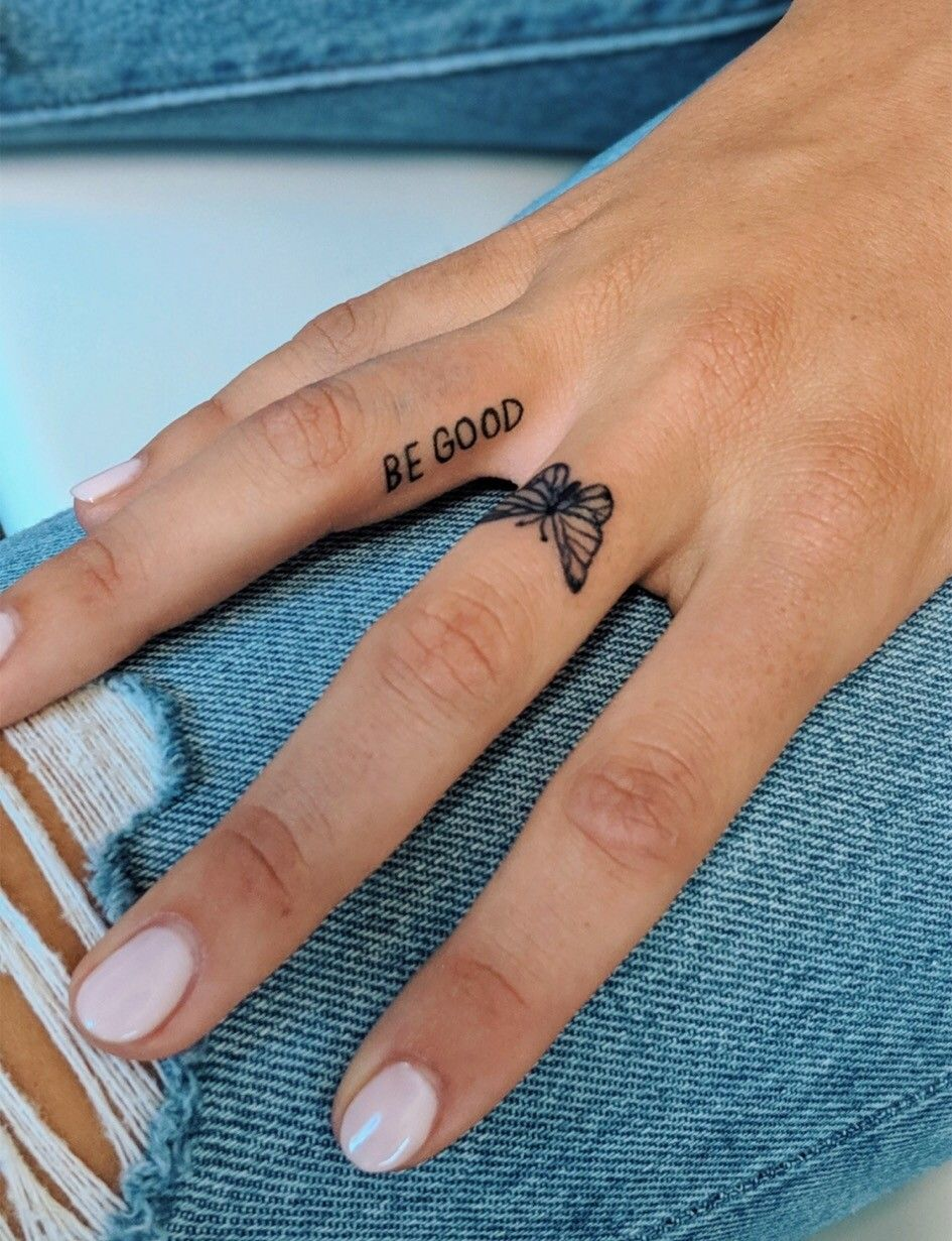 𝙋𝙄𝙉𝙏𝙀𝙍𝙀𝙎𝙏 𝗛𝗲𝗲𝘆𝗵𝗮𝗽𝗽𝘆 Cute Finger Tattoos Tattoos Hand Tattoos