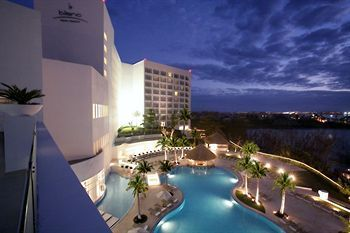 Outdoor Pool at the Le Blanc Spa Resort (All Inclusive), Cancun, Mexico