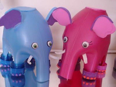 Brinquedos feitos com materiais reciclados...  Elefante feito com embalagem de amaciante, tampinhas de garrafa pet e E.V.A.    https://www.facebook.com/BazarArtesanato