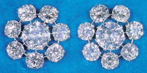 Orecchini di diamanti a forma di fiore della Regina Mary del Regno Unito