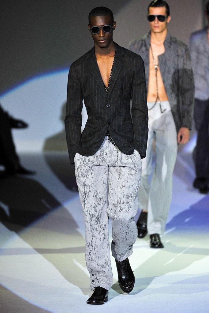 Emporio Armani Spring 2011 Menswear Fashion Show