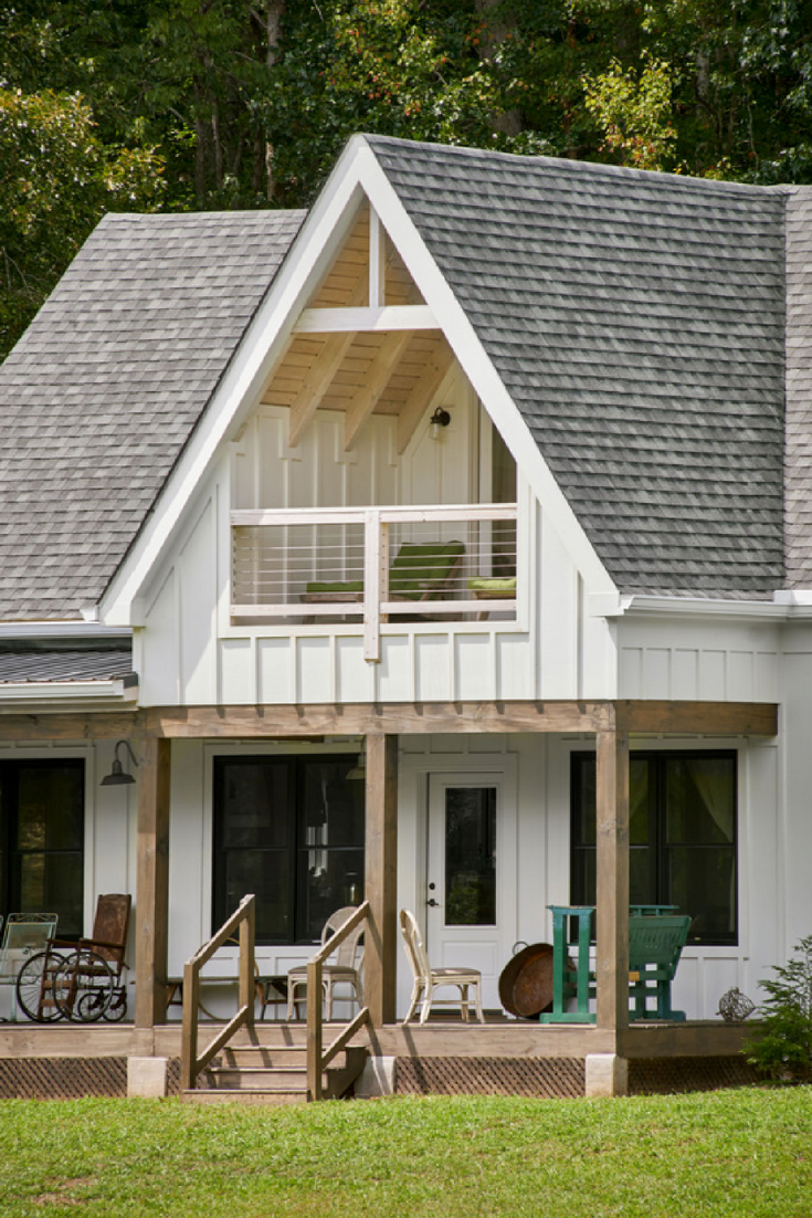 27 Modern Farmhouse Exterior Design Ideas For Stylish But Simple Look: The Top White Paint Colors For A Modern Farmhouse! Sherwin Williams Alabaster