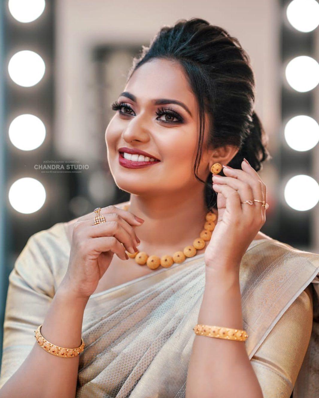 81 Likes 2 Comments Manju Calluna Manjucalluna On Instagram Manjucalluna Bridalmakup Weddingmakup Bridalhairstyle W Bride Clothes Wedding Makup Bride