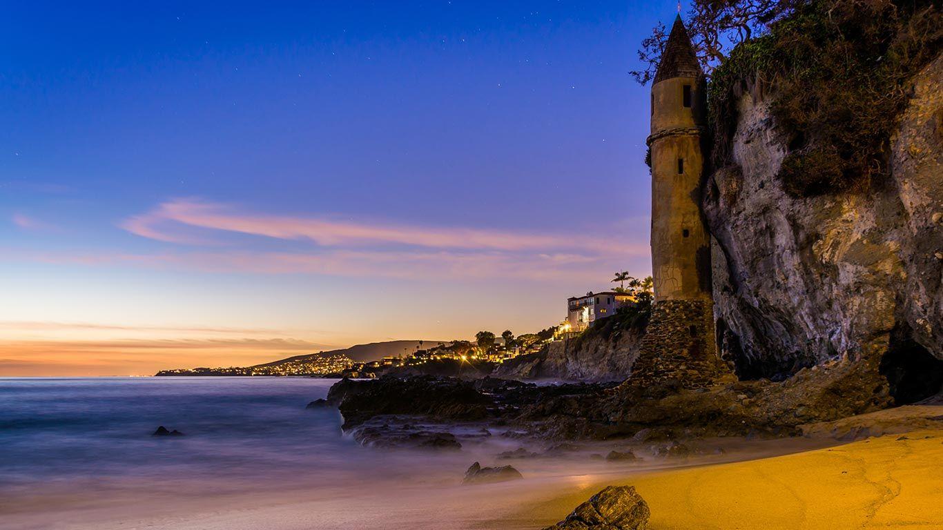 The tower at Victoria Beach, Laguna Beach, California (© Jon Bilous/Shutterstock)