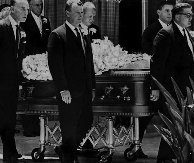 Video: Footage of Marilyn Monroe's Funeral, August 8, 1962 ...