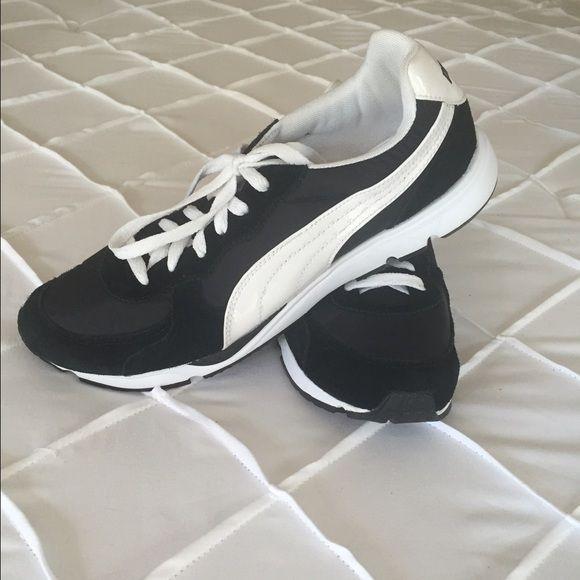 Puma shoes NWOT old school Puma! Excellent condition 9f63ab003