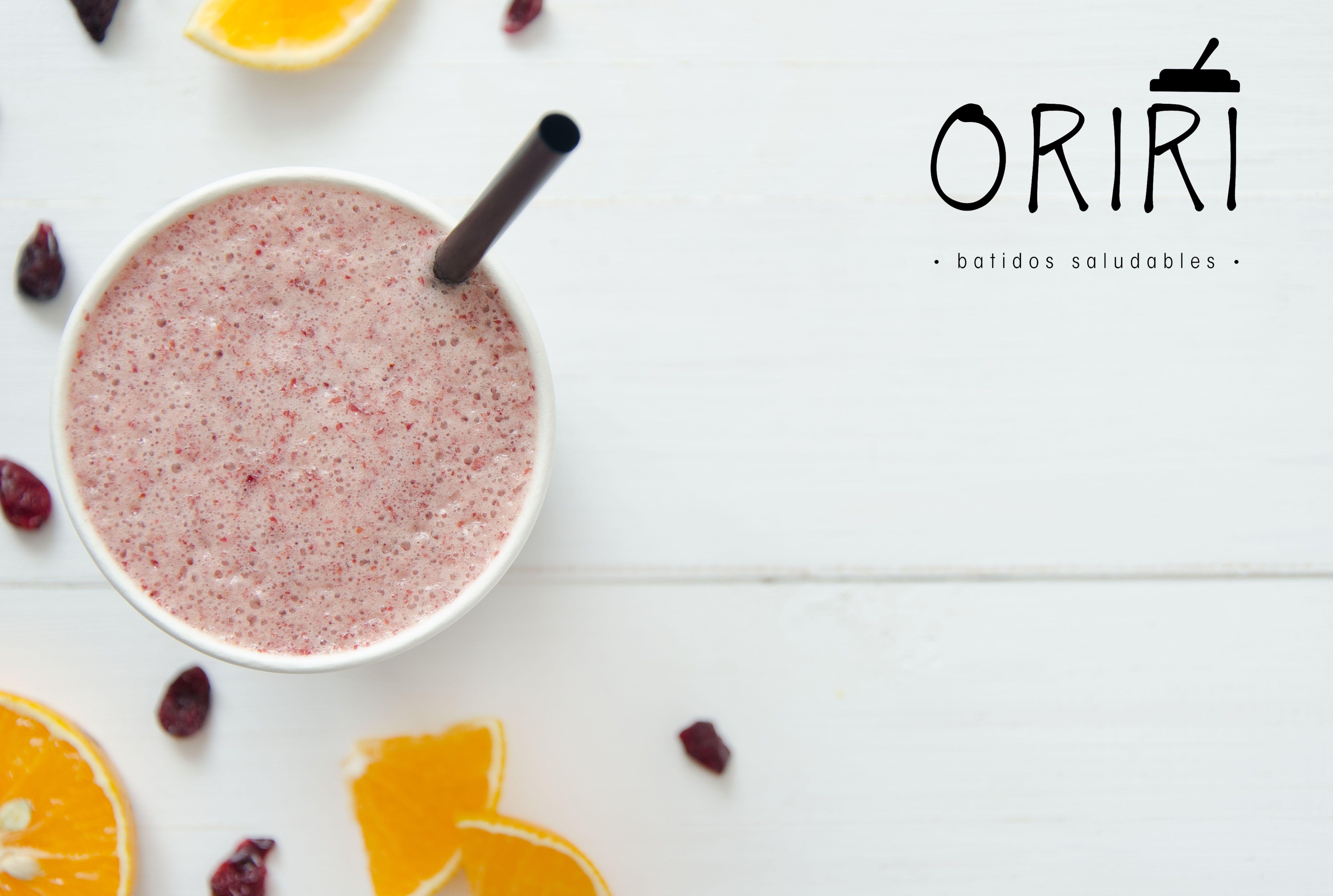 """Nuestro blend """"Vibra"""" es una deliciosa combinación de naranja, piña y arándanos. ¿Quieres conocer más sobre batidos saludables? Conoce nuestras mezclas en www.oriri.co Llámanos 📲 317 7027247 en Bogotá."""