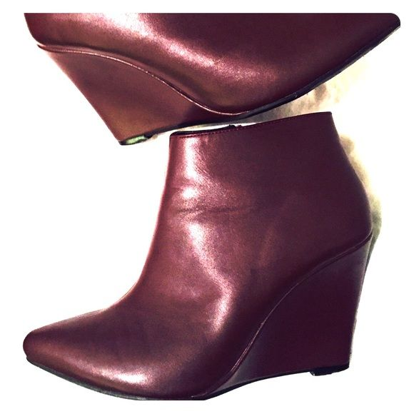 Oxblood Wedge Bootie Sz 6 Great Oxblood wedge bootie. Looks great w/ skinnies or a dress! I ♥️these w/ a puffy midi skirt & a simple white button up! Even a sequined sweater for the holidays w/ distressed skinnies. Oxblood color is more versatile than you can imagine! Even w/ tights& a pencil skirt! Forever 21 Shoes Ankle Boots & Booties
