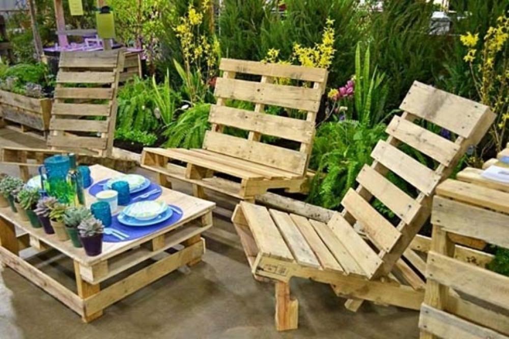 Les palettes en tant que mobilier de jardin créatif | Bois vieilli ...