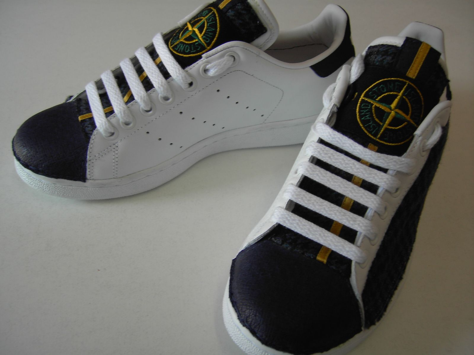 new concept 9f3ba 84ca9 Stone Island customization on Stan Smith