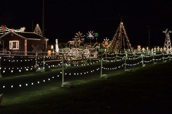 4 Drive Thru Christmas Lights Displays Near Pittsburgh The Whole Family Can Enjoy Christmas Light Displays Holiday Experience Christmas Lights