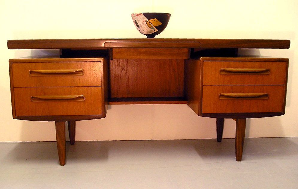 http://www.midcenturyhome.co.uk/images/tablesanddesks/fresco-desk-gplan4.jpg