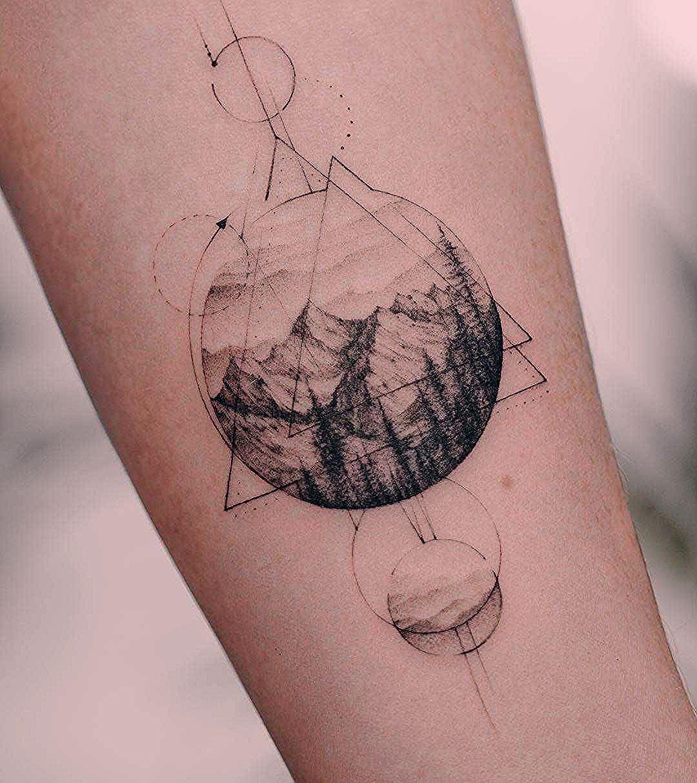 Photo of Berglandschaft und Geometrie Tattoo auf dem Unterarm,  #auf #Berglandschaft #dem #desertLands…