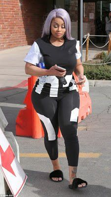 Blac Chyna steps out for the first time after giving birth to her daughter https://t.co/aQ5uneVHUj https://t.co/PYWER8Uu4U