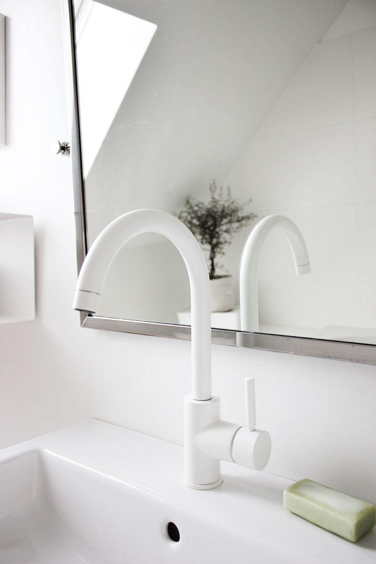 Eine Tour durch unsere Badezimmer – mit meinen geliebten schwarzen + weißen Armaturen – oh what a room