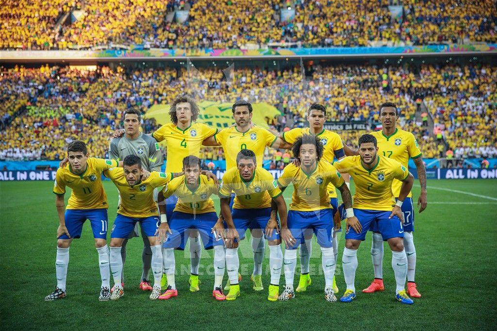 907cbd995e Equipe do Brasil na estréia da Copa do Mundo 2014