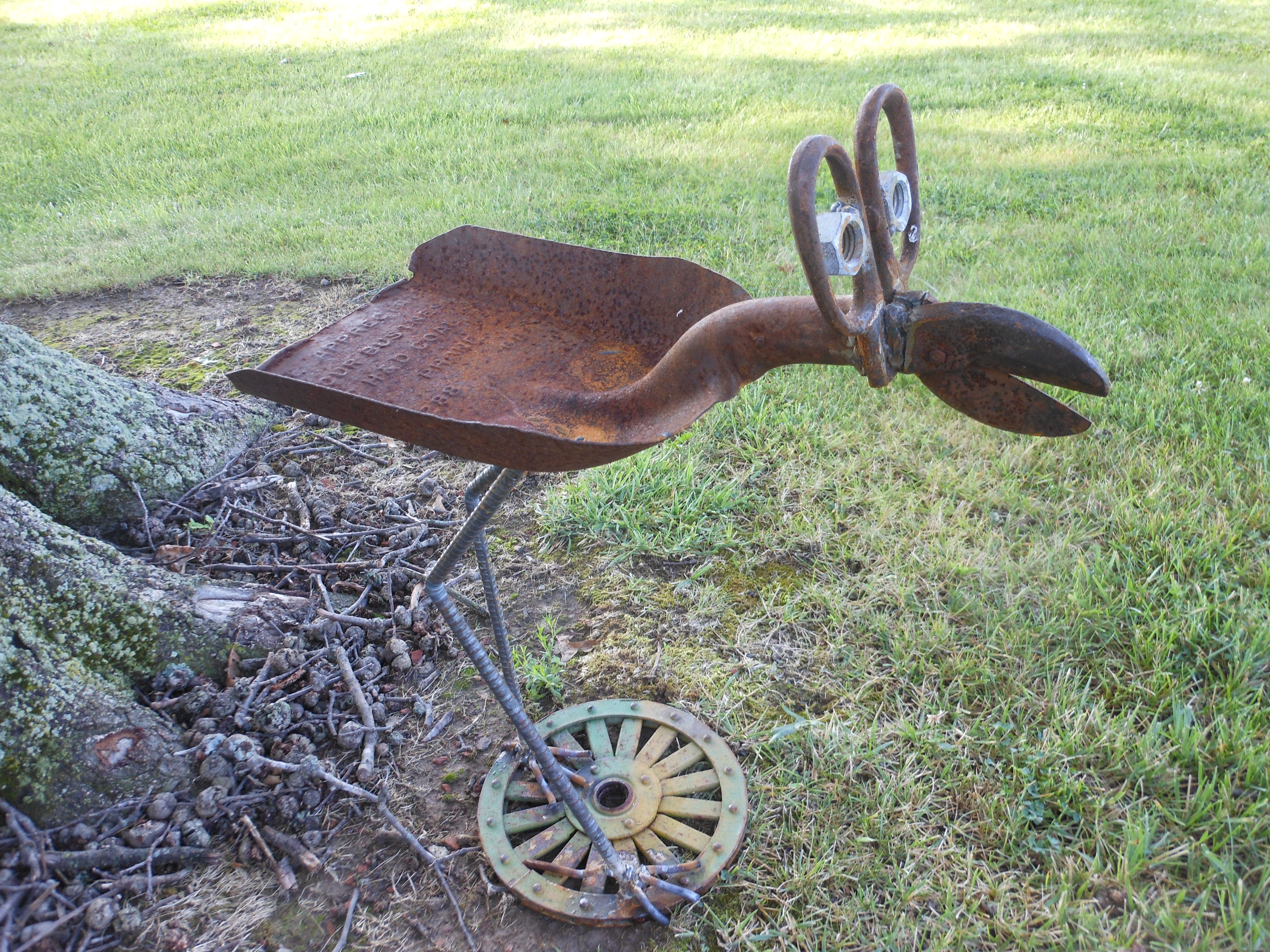 Big Eyed Bird Bird Feeder Rusty Relics Metal Art With Images