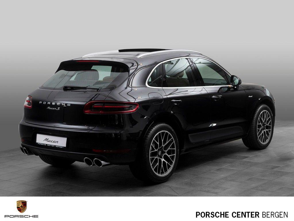 (1) FINN – Porsche Macan