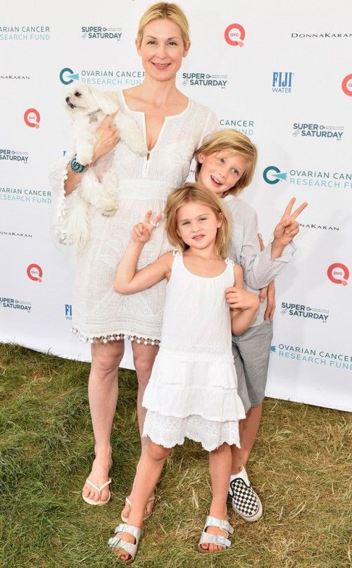 Kelly Rutherford & Kids Strike A Pose