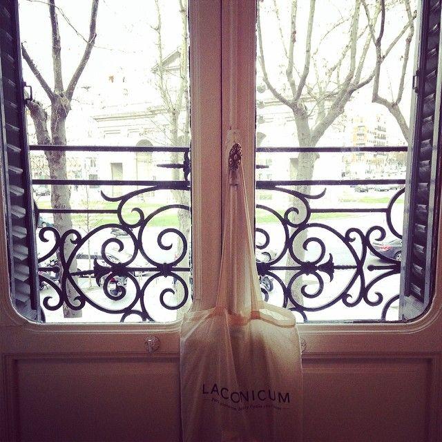 Hola soy la bolsa Laconicum y quedo bien en cualquier lugar.