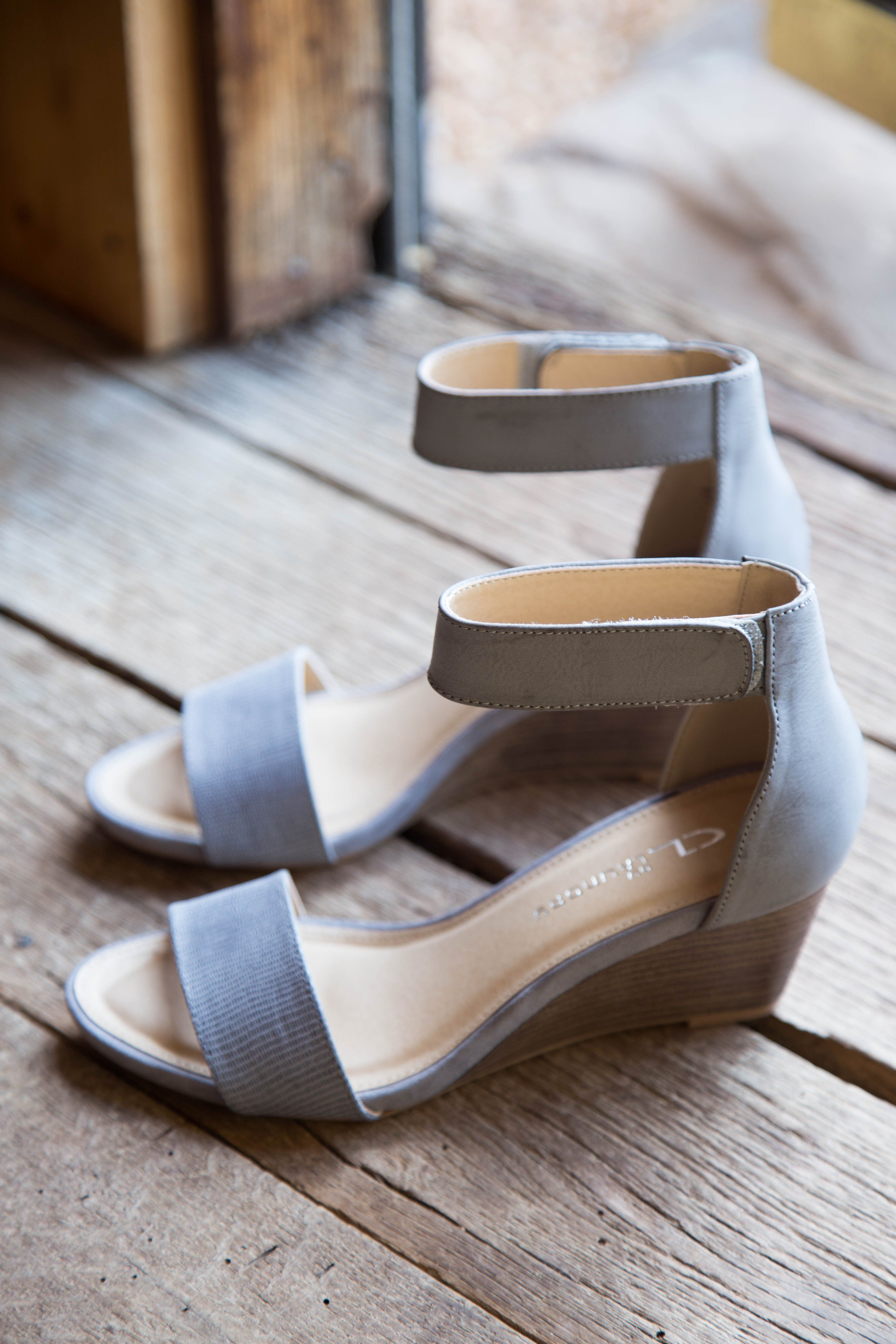 Hot Zone Wedge Sandal Grey Cl By Laundry Wedge Sandals