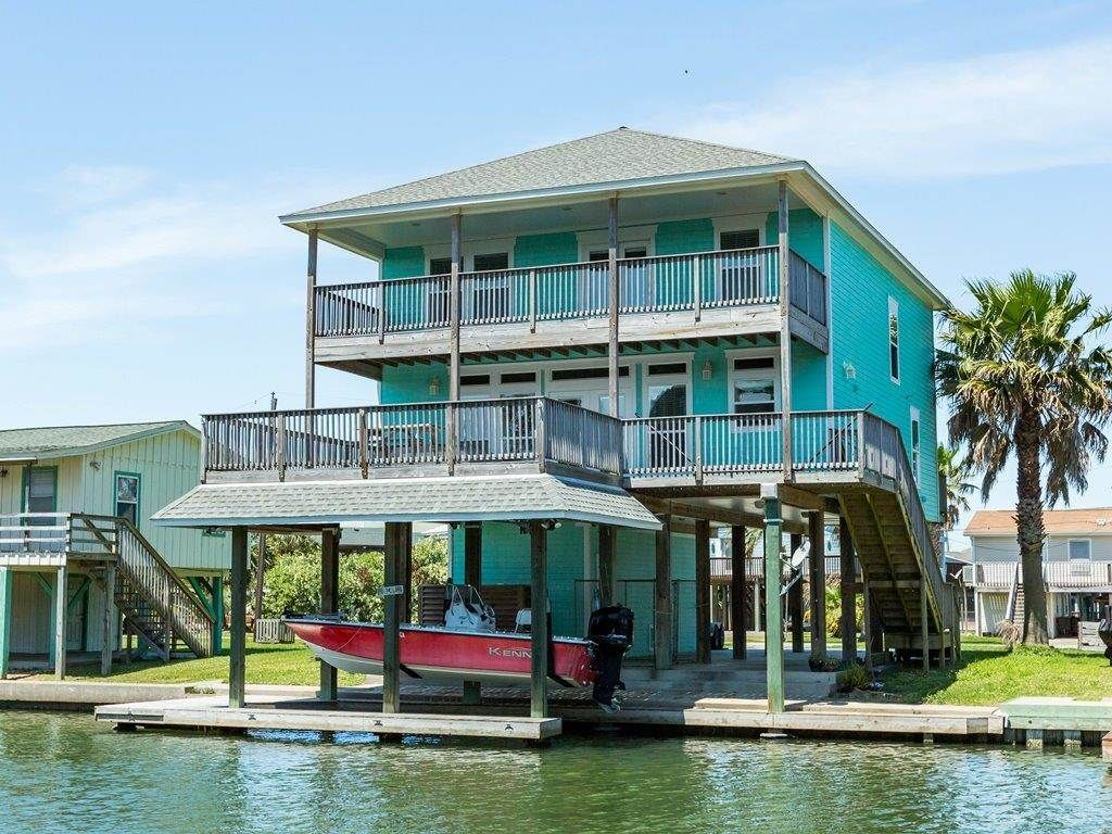COASTAL RETREAT 4 bedrooms/3.5 bathrooms sleeps 10