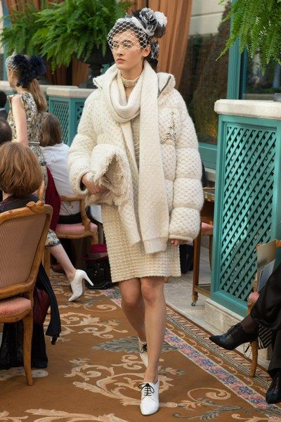 View the full Chanel Pre-Fall 2017 collection.
