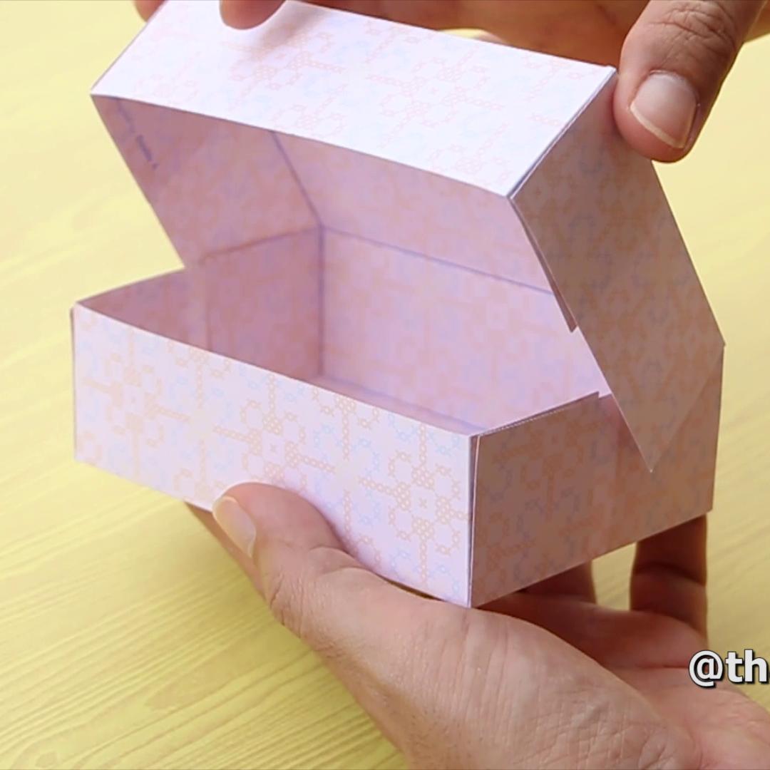 Como fazer uma caixa de papel com tampa. --- How to make a paper box.